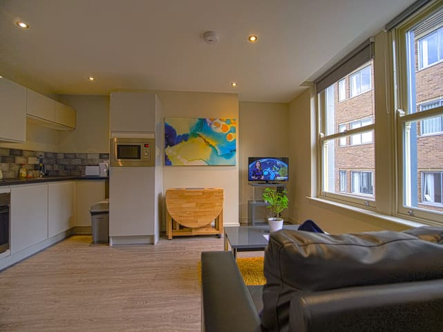 Simple, Classy Space in Centre