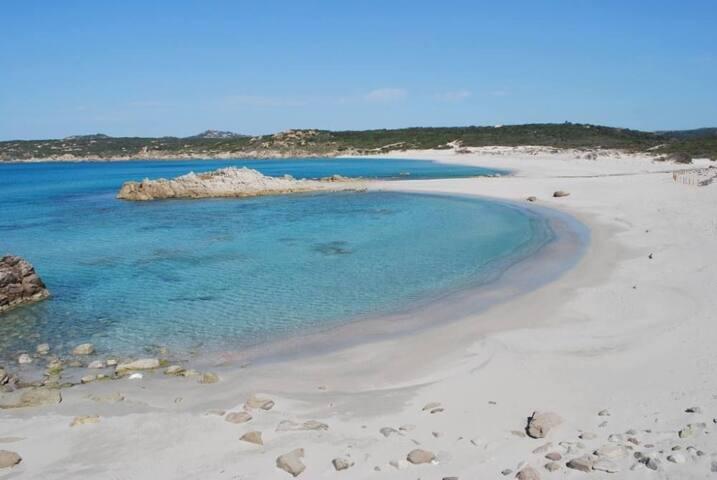 Spiaggia di Rena Majore (800-900 metri dalla villa)