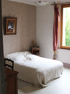 Grande chambre d'amis 15 m2. - Nevers