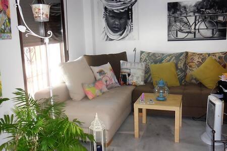 Habitación en piso céntrico con patio pintoresco. - Lepe - Ortak mülk