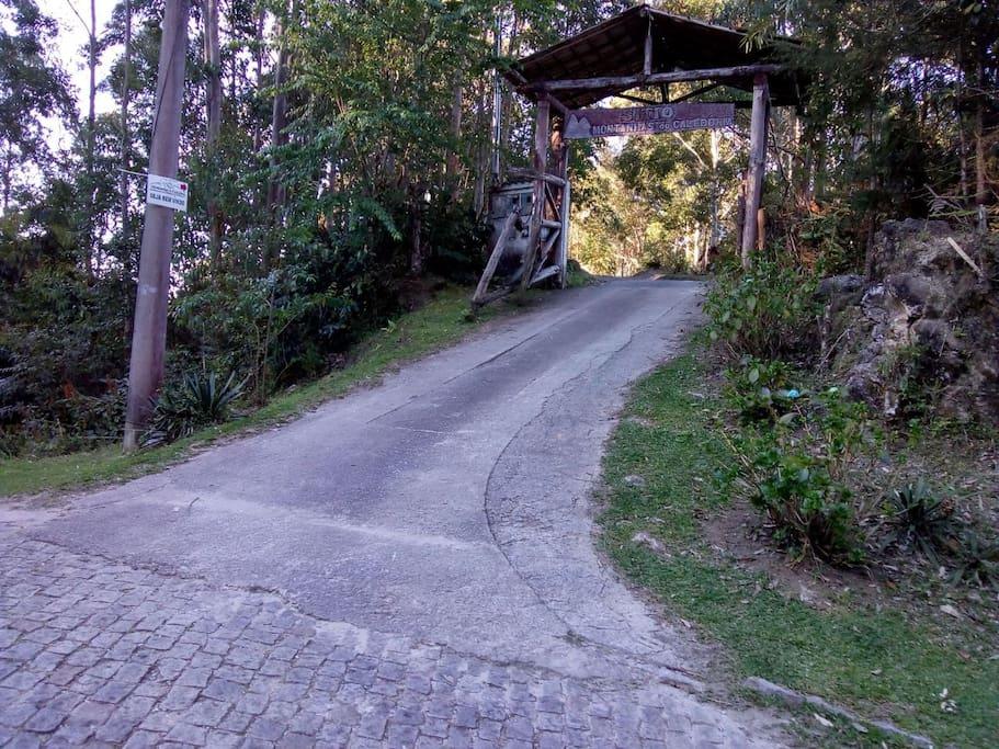 Saída da estrada para entrada do Sítio