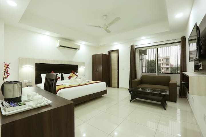 Dwarka,Lotus Hotel,Delhi