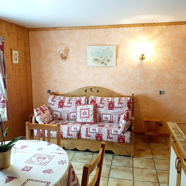 Studio in Les Gets, with wonderful mountain view, furnished garden and WiFi - 300 m from the slopes