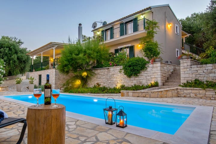 Maritina Villa - 2 BR House surrounded by olive groves