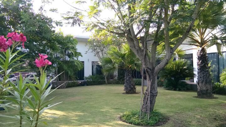 Galvalin Villa Garden