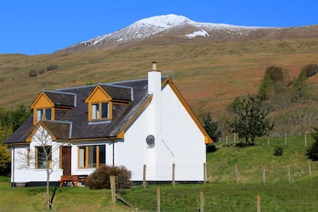 Tulloch Cottage by Loch Tay - Lawers