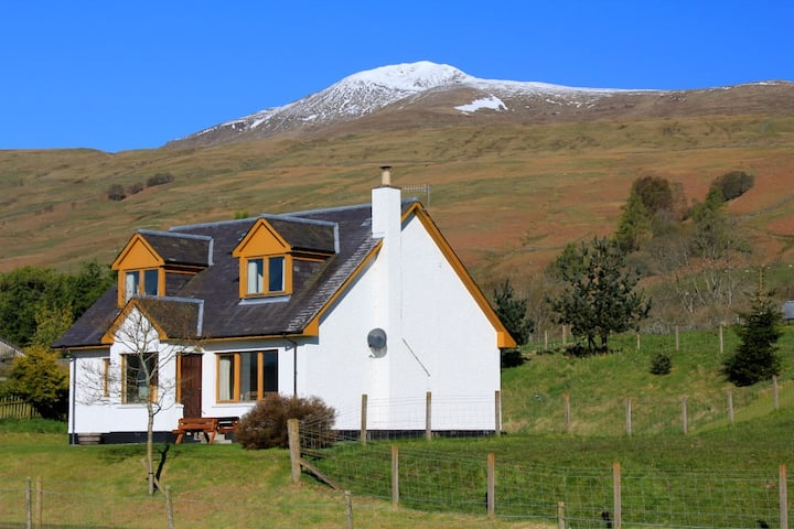 Tulloch Cottage by Loch Tay