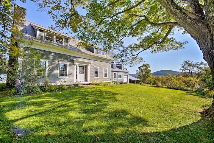 Charming Farmhouse w/ Gorgeous Mountain Views!