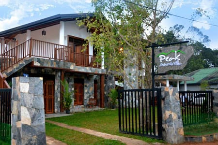 Peak Mount Villa - Bed & Breakfast