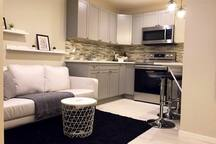 Newly Build Basement Suit, 7 mins to YYC Airport!!
