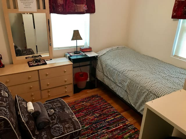 Private Room near Tysons Corner and D.C.