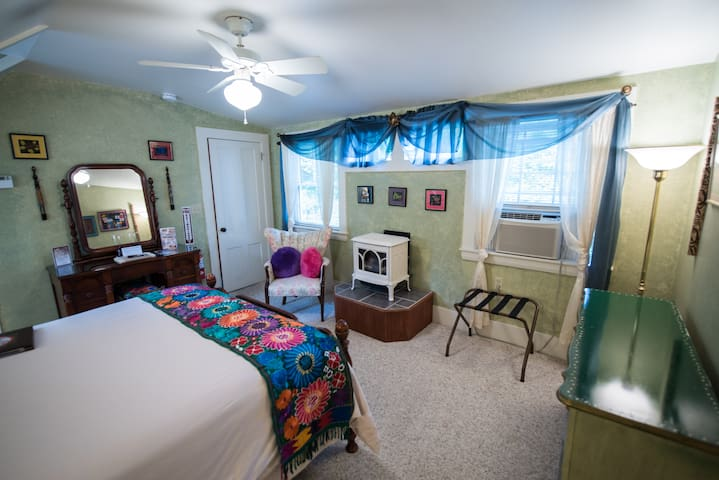 Panama Room in the Admiral Peary Inn B & B