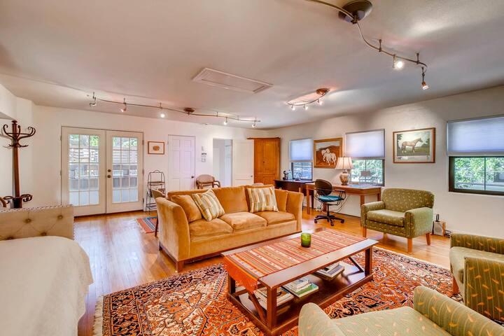 Historic Monte Vista Studio Apartment