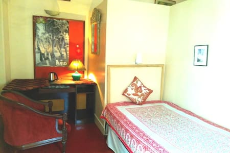 Room with A/c, ensuite on Lansdowne near Elgin