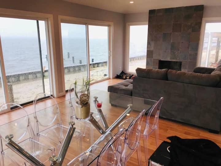 Panoramic Bay view home