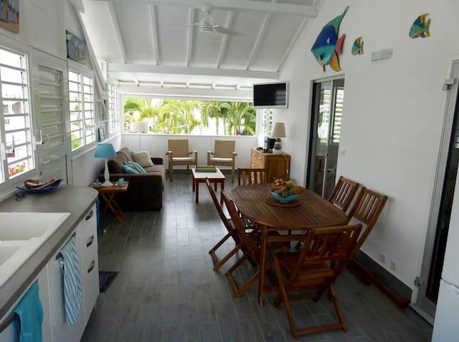 Appartement terrasse, dans résidence avec piscine - Saint-François - Apartment