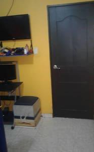Habitación con tv y mini split - Soledad - Casa