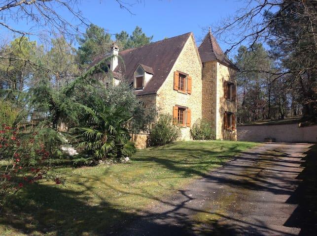 """LA FONTAINE: Maison de caractère """"Périgord Noir"""" - Marcillac-Saint-Quentin - House"""