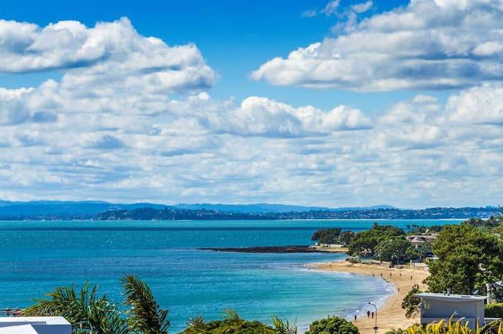 Seaview Retreat – Villa overlooking Milford beach1 - Auckland - Casa
