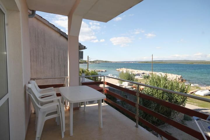 One bedroom apartment with terrace and sea view Kraj (Pašman) (A-8247-f)