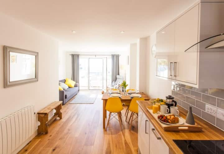 Two bedroom contemporary apartment