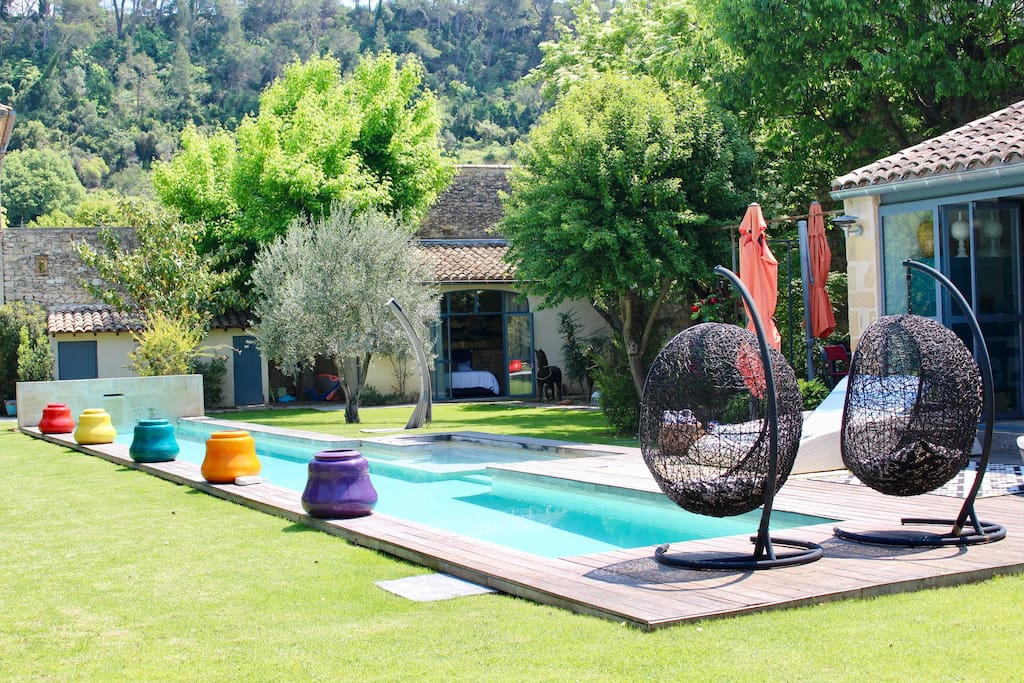 jardin avec sa piscine
