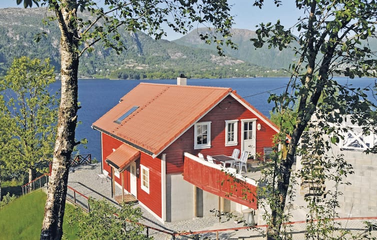 Holiday cottage with 4 bedrooms on 150 m² in Vaksdal