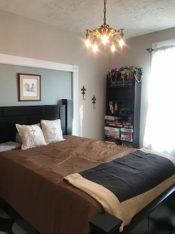 Bedroom near Purina and ski. Pet/kid friendly