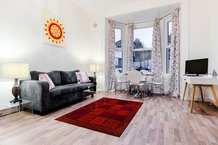 Zone 2 Apartments - 2 bed, sleeps 4 - Londyn - Apartament