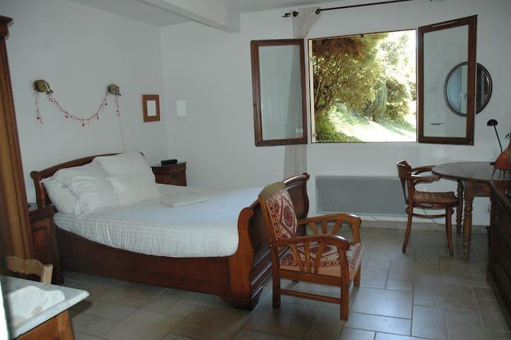 Appartement meublé 45m2 dans maison calme+ jardin