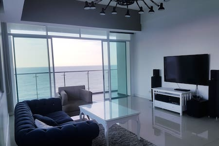 Beach-front Bay Resort Condominium 7, (6-8 PAX)