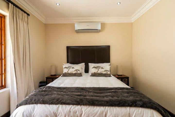 Bedroom 4 Queen size bed