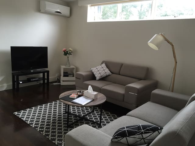 Amazing Locale Big 1bd Apt FreeWiFi