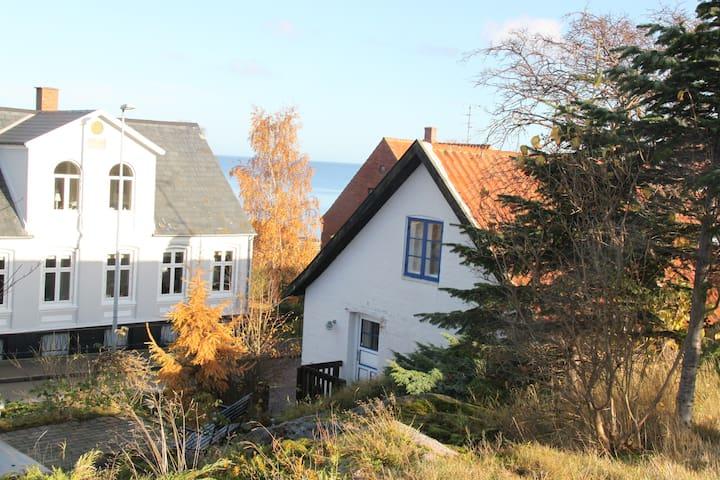 Lækker ferielejlighed med havudsigt - Sandvig - Wohnung