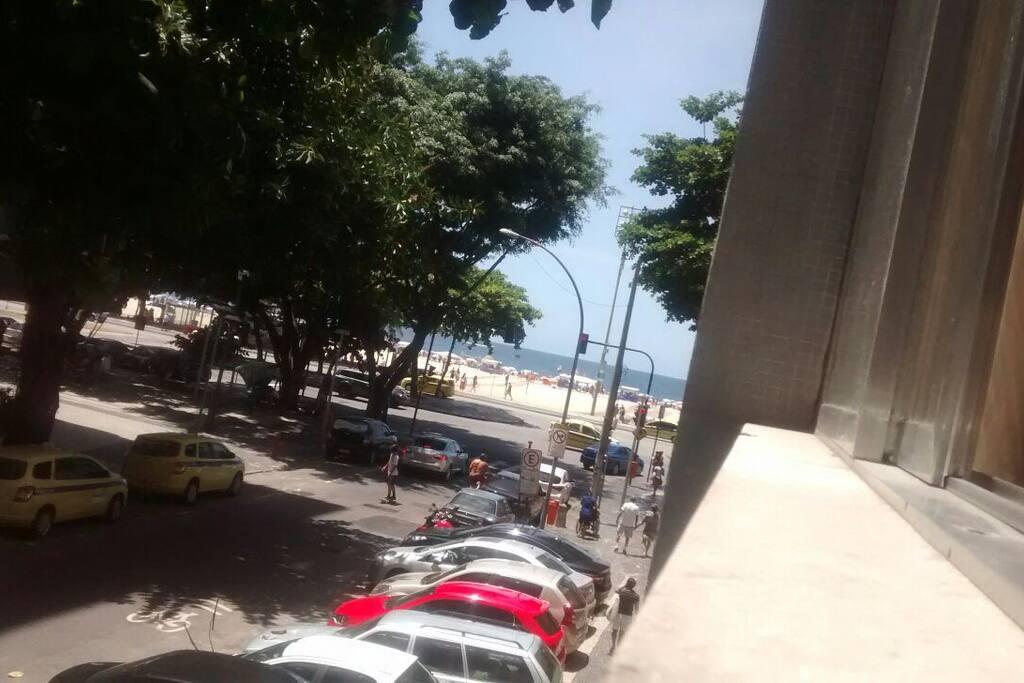 Vista da sala  (apenas alguns passos da praia)