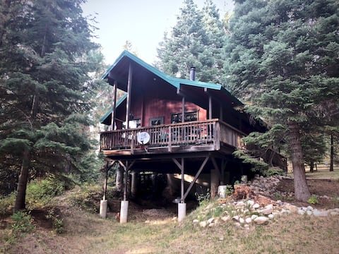 Bear`s Den, in beautiful Smith`s Ferry next to the Payette River