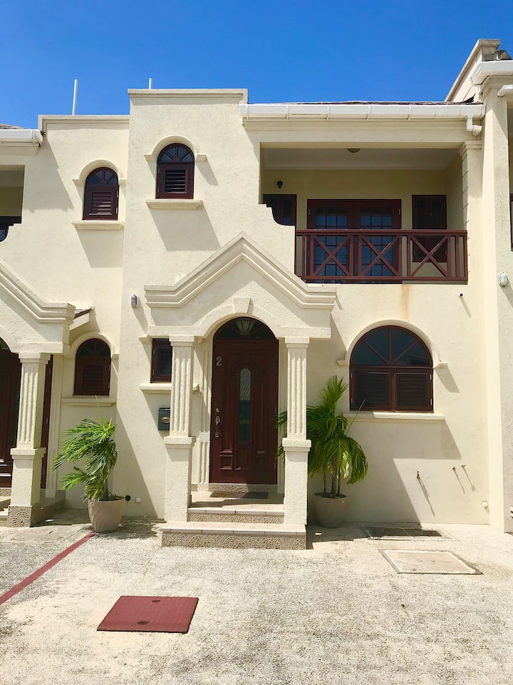 2 bedroom spacious townhouse...LONG STAY GUESTS