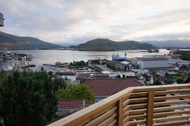 Ulsteinvik Osnesbakken leilighet - Ulsteinvik - Apartemen