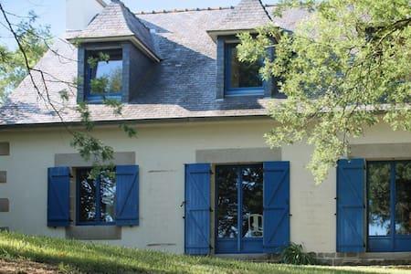 Belle maison avec jardin et jeux - Plougrescant