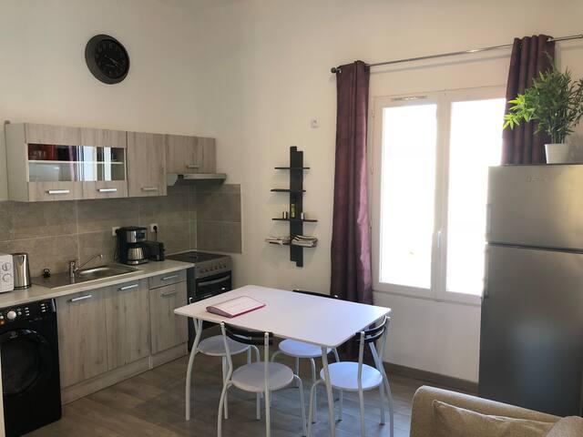 Bel appartement lumineux au style classique (3)