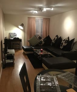 KUMAR'S 38- 2 BEDROOM APARTMENT - Glasgow - Lejlighed