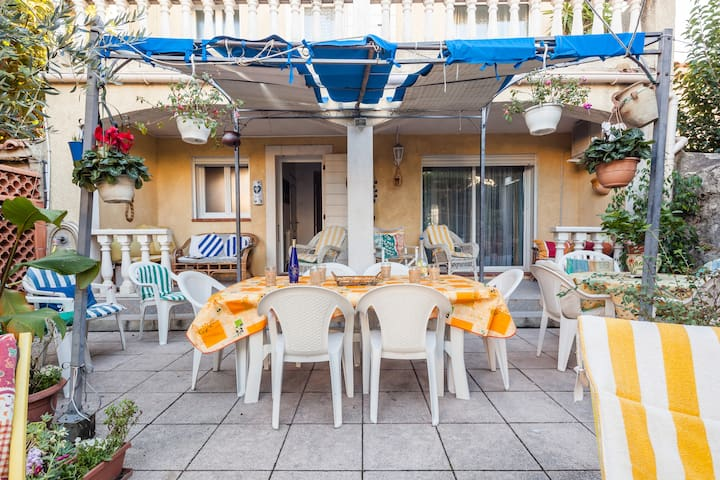 P- Villa 10 couchages, 400m Metro, terrasse jardin