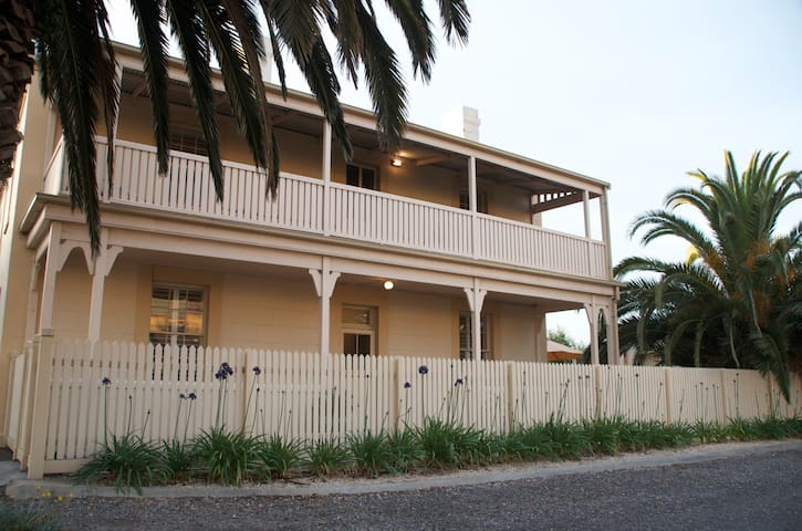 Luxurious heritage in Victor Harbor