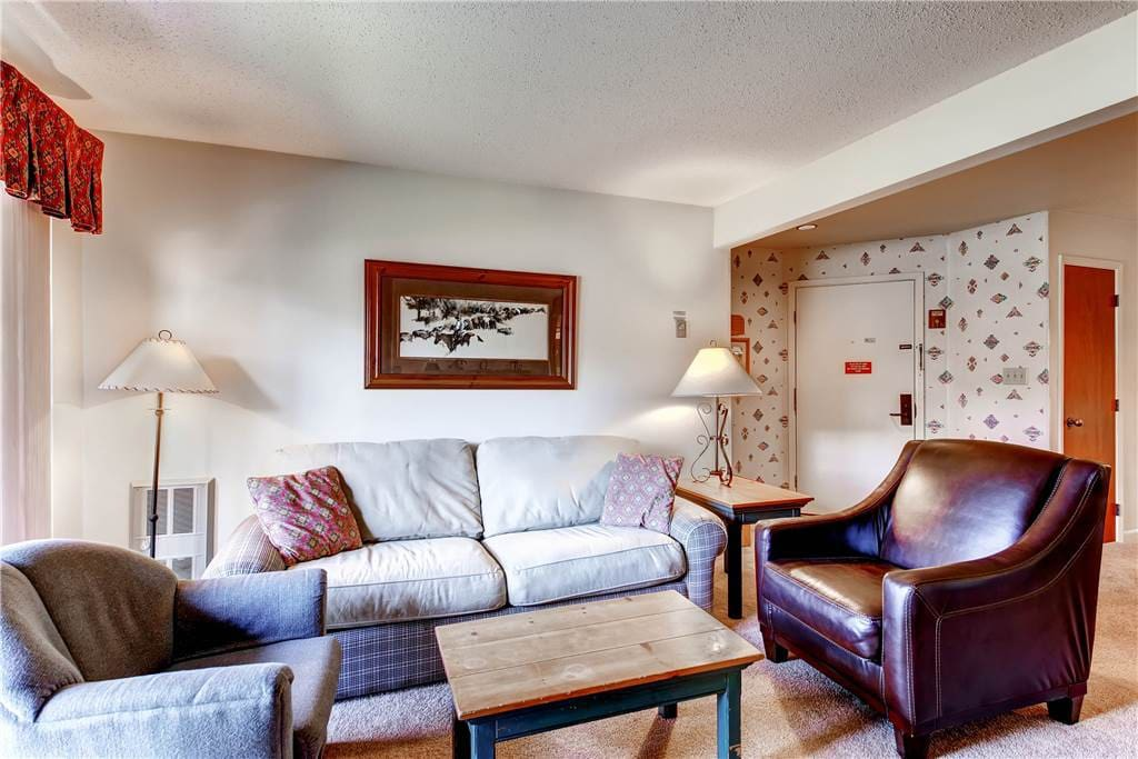 Couch,Furniture,Chair,Bedroom,Indoors