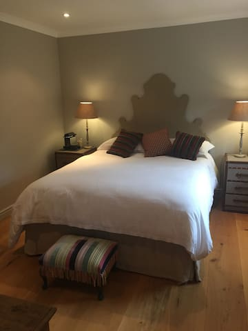 St Andrews sleep and go: lovely quiet room for two