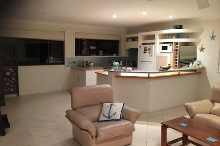 Cute beachfront unit - Lägenhet