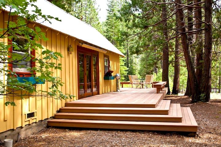 Quaint Cabin with Private River Access Graeagle