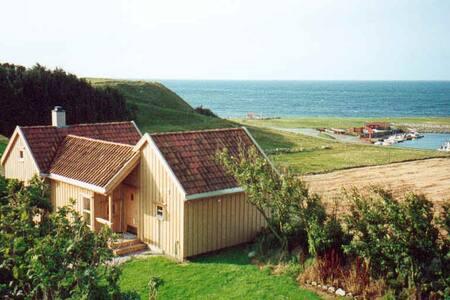 Brekkebua, hytte med havutsikt på Jæren.