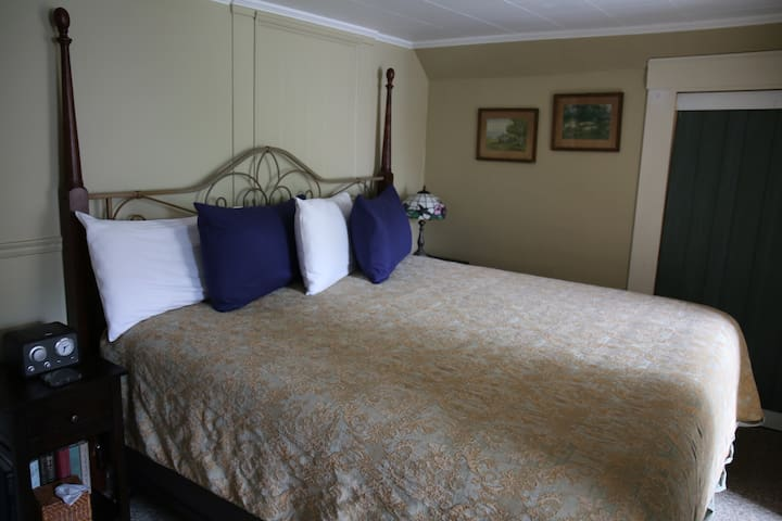 Room 5 - King bed & PRIVATE bath