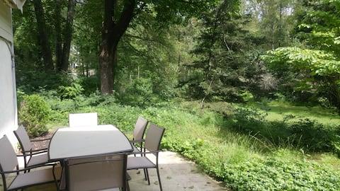 Garden Studio w/ Full Bath, Sauna & 24/7 check-in.